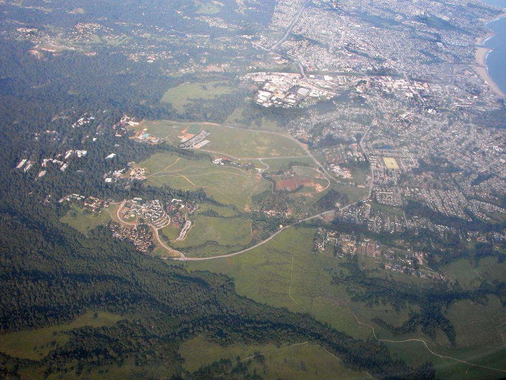 UCSC_&_Santa_Cruz_Aerial_view